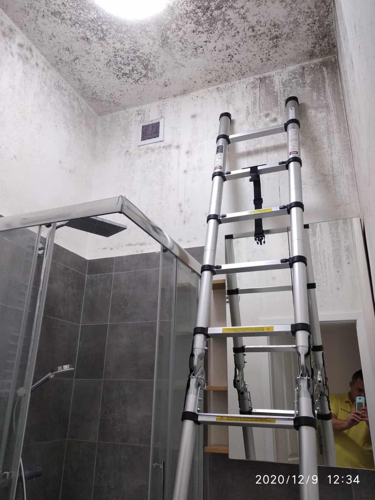 Odgrzybianie ścian i sufitu łazienki
